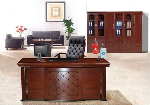 Cách đặt để bàn làm việc dành cho giám đốc cũng là yếu tố cần xem xét