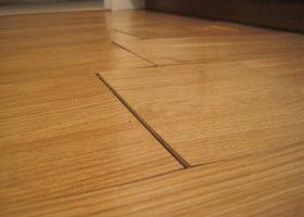 Mẹo xử lý bàn làm việc bằng gỗ bị cong vênh