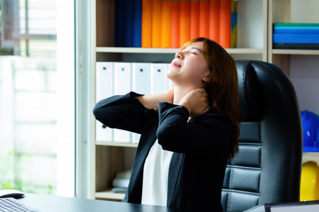 Rất nhiều bệnh sinh ra từ việc ngồi làm việc hằng ngày