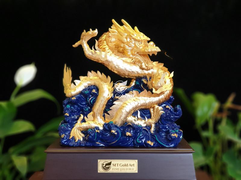 Tượng rồng dát vàng