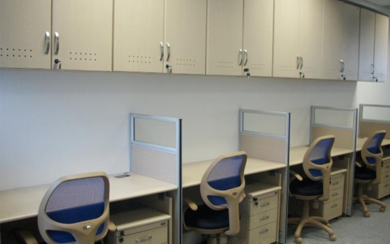 Tận dụng tối đa những khoảng không trên tường để bố trí tủ tài liệu